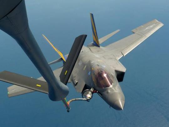 F-35C Completes First In-Flight Refuel with USAF KC-135