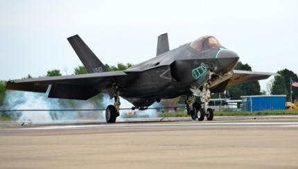 Navy Joint Strike Fighter Set for October Tests at Sea