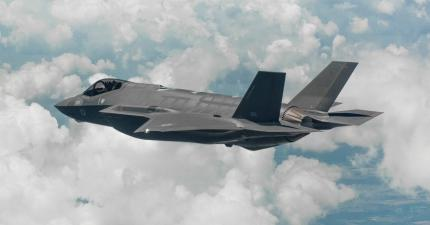 First Two F-35 Jets En Route to Israel
